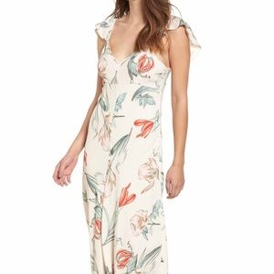 ASTR the brand fleur flutter sleeve maxi dress